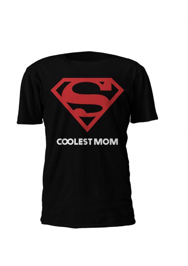 Coolest Mom, o design para as mães mais fixes do planeta! Disponivel em T-shirt e Sweatshirt, do S ao XL em branco preto ou cinza. Já tens a tua prenda para o dia da mãe?